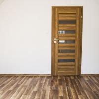 Drzwi DRE Fosca dąb polski 3d. Panele Kronofix Family Dąb Zamkowy 2767. Lokalizacja Zalesie