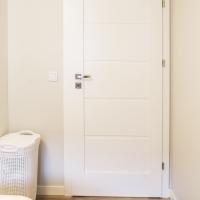 Drzwi Verte G 0 kolor biały. Panel Dąb Śląski 2590. Lokalizacja ul Zygmunta Glogera